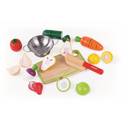 Набор фруктов и овощей с дуршлагом и деревянным ножом в ящике, фото